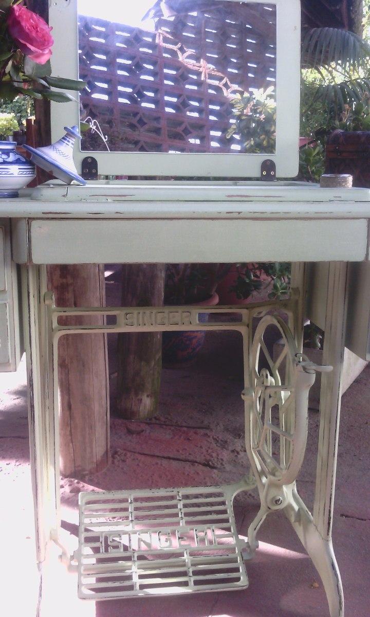 Tocadores antiguos comoda tocador de madera con espejo for Casa muebles singer villavicencio