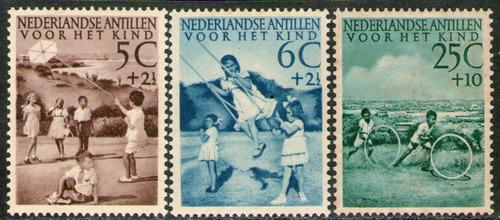 antillas holandesas 3 sellos sobretasa infancia año 1951
