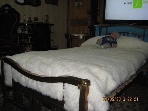 antiquisima,  cama, (cuna) de bronce masiso