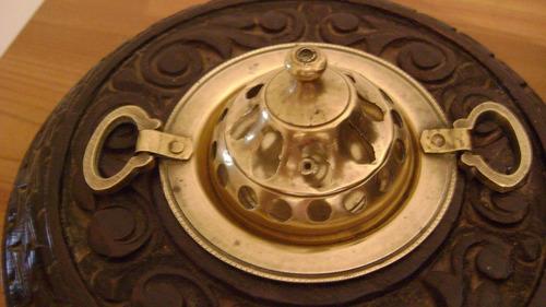 antiquisimo braserito en bronce y madera