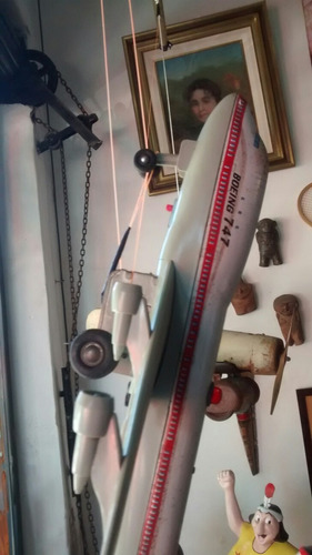 antuguo avion de chapa halcon
