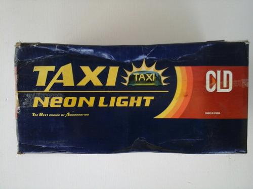 anuncio de taxi luminoso neon azul con imán