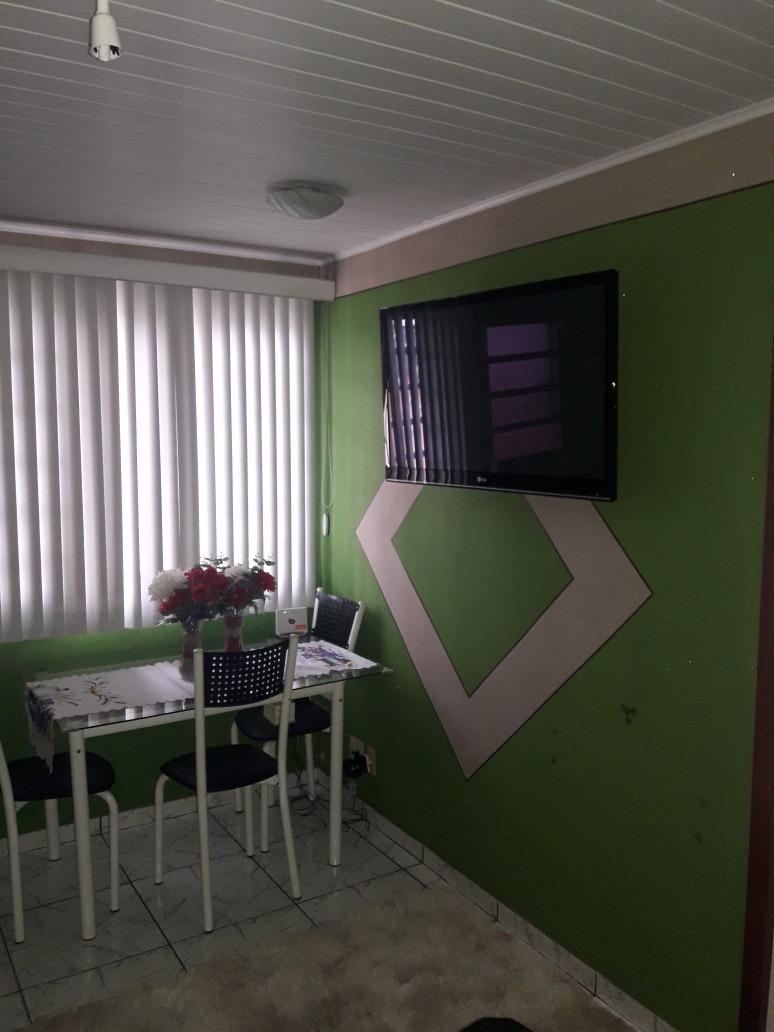 ap, 2 quartos, sala, cozinha, banheiro e varanda, area serv