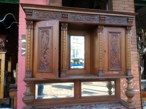 aparador antiguo estilo renacimiento con marmol y alzada