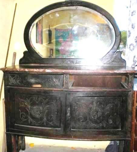 aparador  muy antiguo en roble macizo, muy original