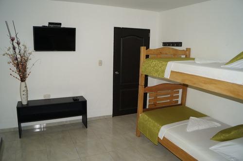 apartaestudio con aire y balcón, cocina, baño, wifi,