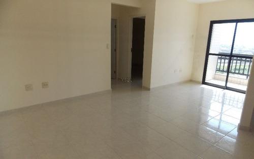apartamento, 02 dormitórios, sendo um suite, sala, cozinha, banheiro e 01 vaga de garagem
