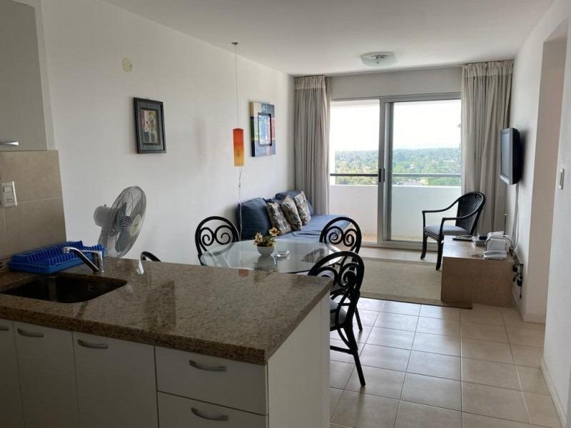 apartamento 1 dormitorio , 1 baño servicios- ref: 2451