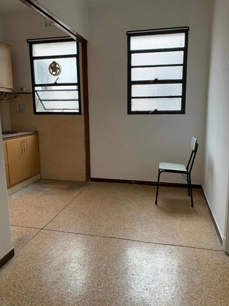 apartamento 1dorm interior 2do piso x escalera zona buceo