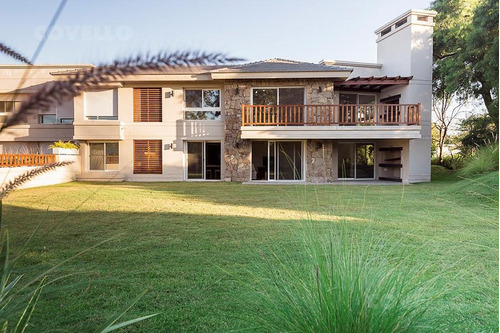 apartamento, 2 dormitorios, 2 baños, garaje 1 auto, gran jardín, parrillero