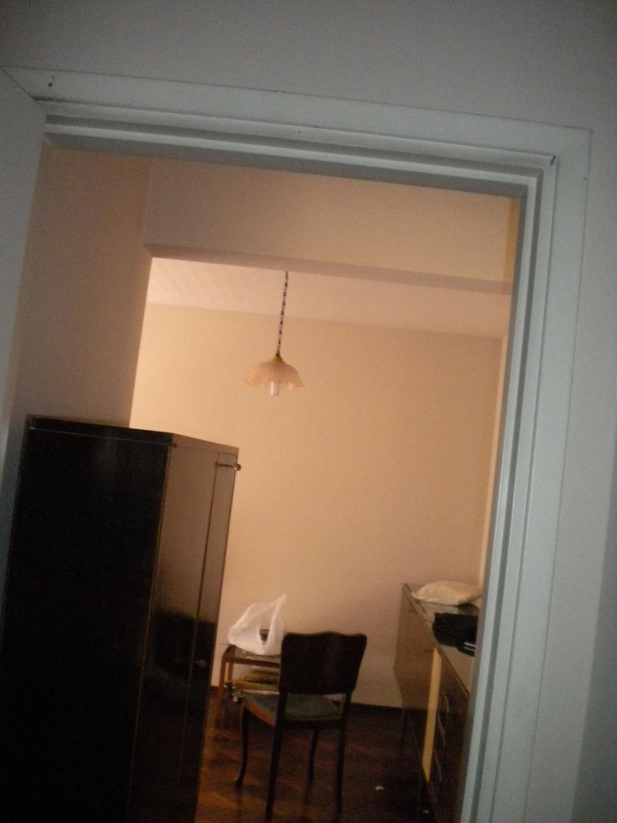 apartamento 2 dormitorios al frente. excelente estado.
