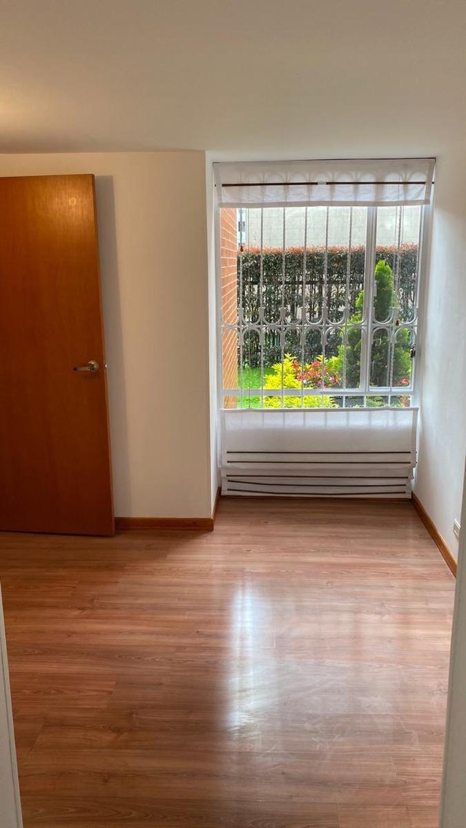 apartamento 3 alcobas, 2 baños, estudio y patio cubierto.
