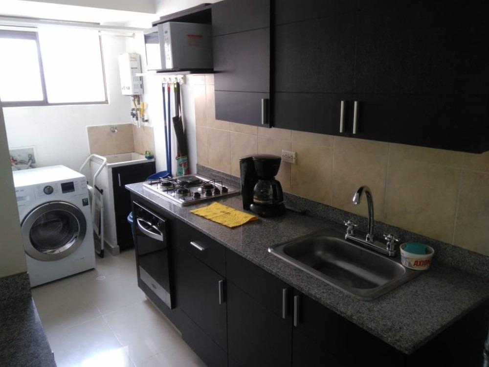 apartamento 3 ambientes y 2 baños el poblado por el tesoro