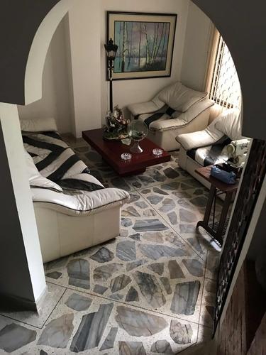 apartamento 3 hab, 1 servicio, 4 baños y 1 parqueadero