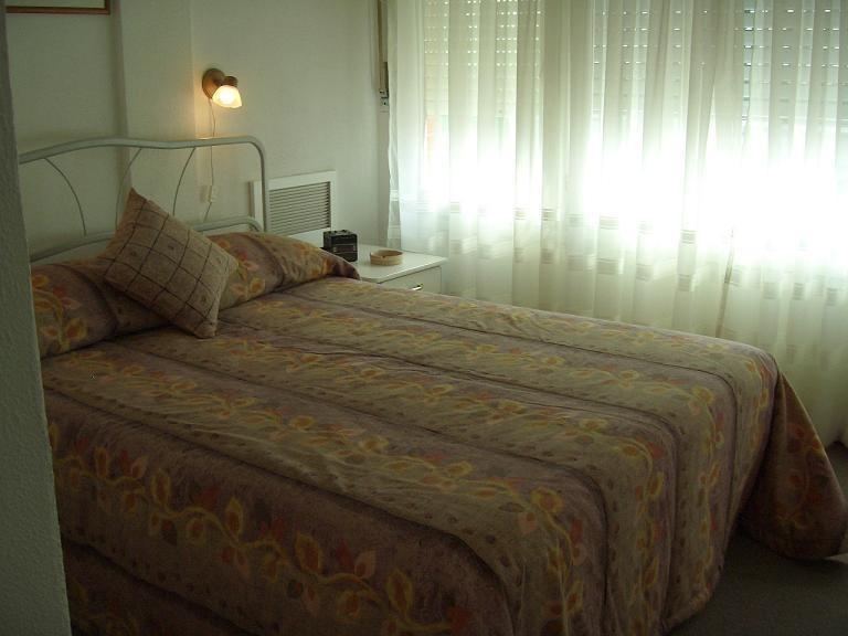 apartamento a 1 cuadra  de playa el emir y 1 de gorlero.