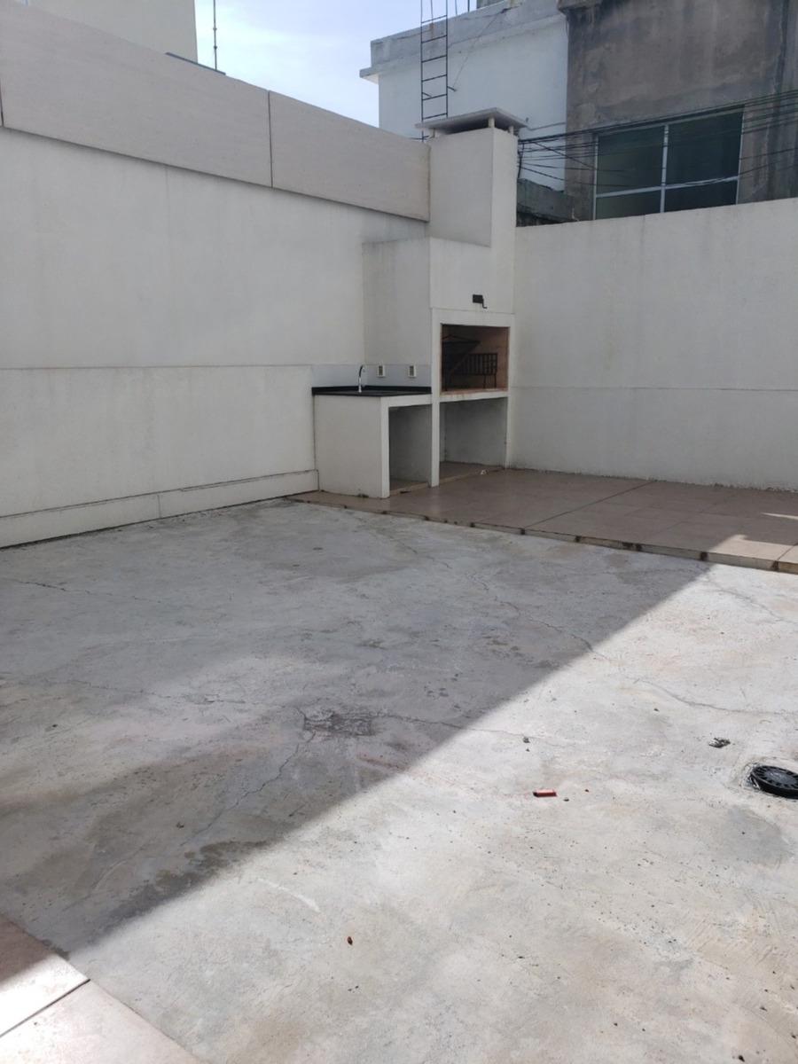 apartamento a estrenar frente con patio y parrillero propio.