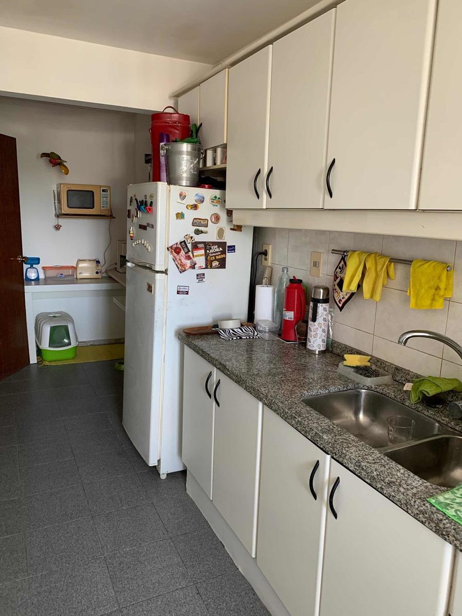 apartamento al frente 2 dormitorios,2 baños y garage
