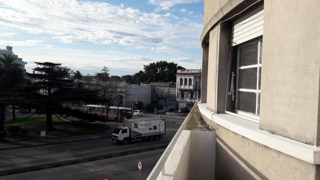 apartamento al frente,  proximo a plaza cuba.