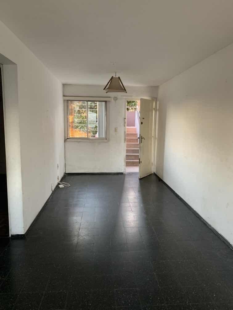 apartamento al frente,2 dormitorios,gran patio , barbacoa ,.