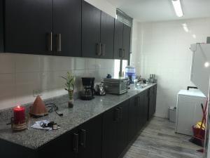 apartamento amoblado en alquiler en carrasquilla 19-9554 emb