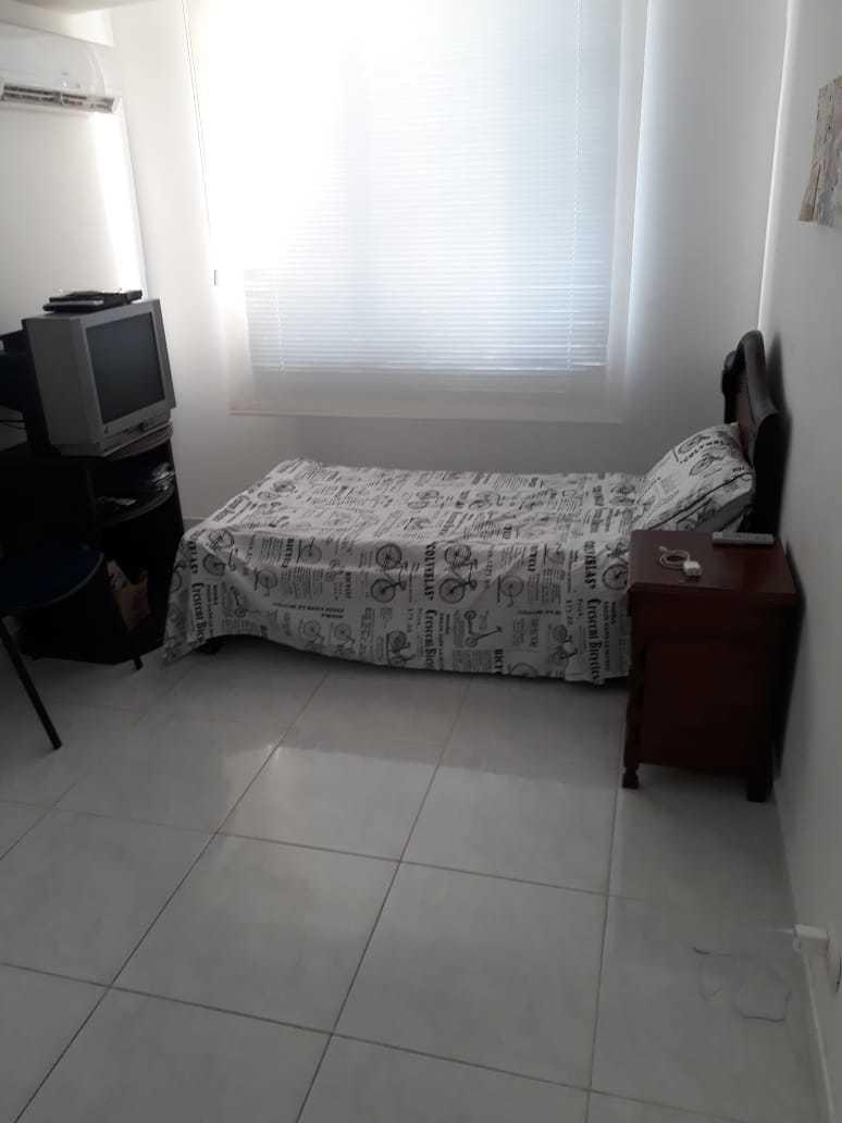 apartamento bueno bonito y barato, división en vidrio aires