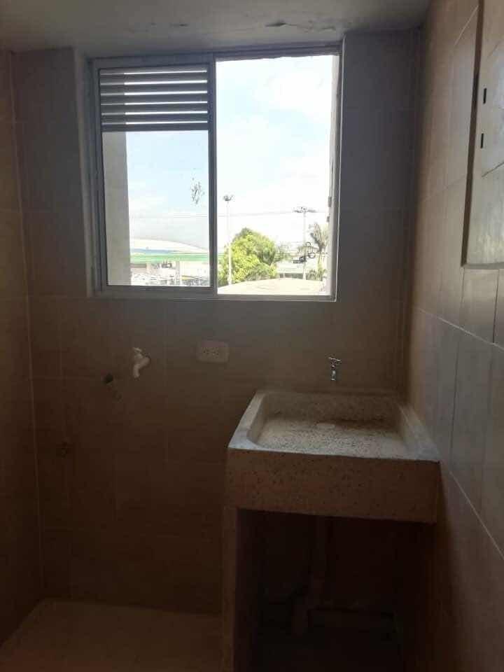 apartamento calido sin sol, 3 alcobas y 2 baños.