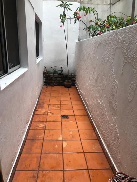 apartamento - centro. 2 dormitorios. reciclado con patio.