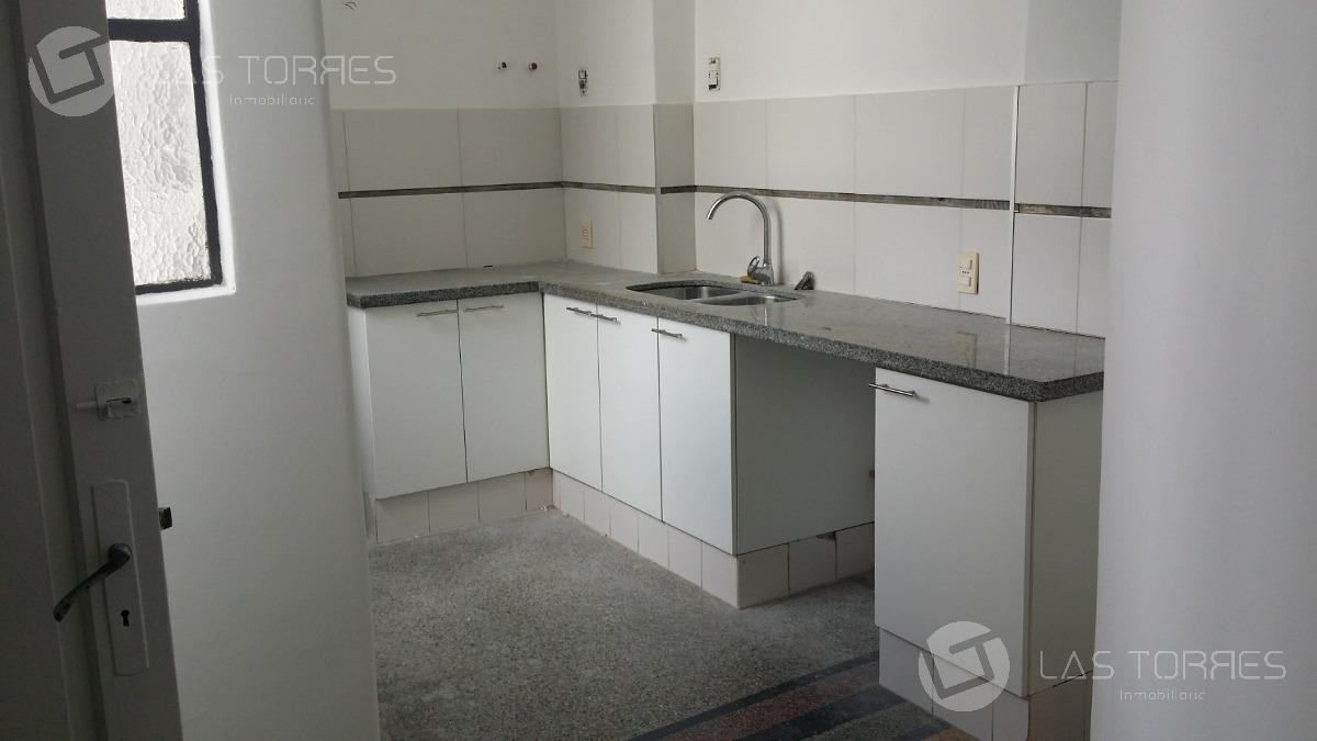 apartamento - centro con renta, balcon, al frente