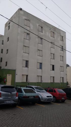 apartamento com 02 dormitórios e 01 vaga.
