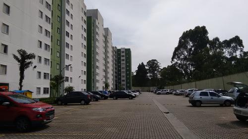 apartamento com 03 dormitórios e 01 vaga.