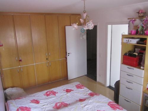 apartamento com 05 dormitórios e 05 vagas na garagem.