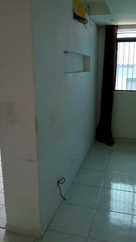 apartamento com 2 cômodos, sala, cozinha e banheiro