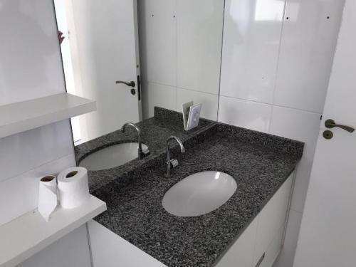 apartamento com 2 dormitórios em itanhaém. 6628e