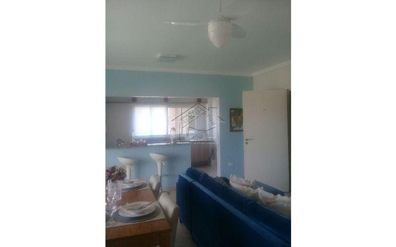 apartamento com 2 dormitórios sendo 1 suite de frente pro mar.