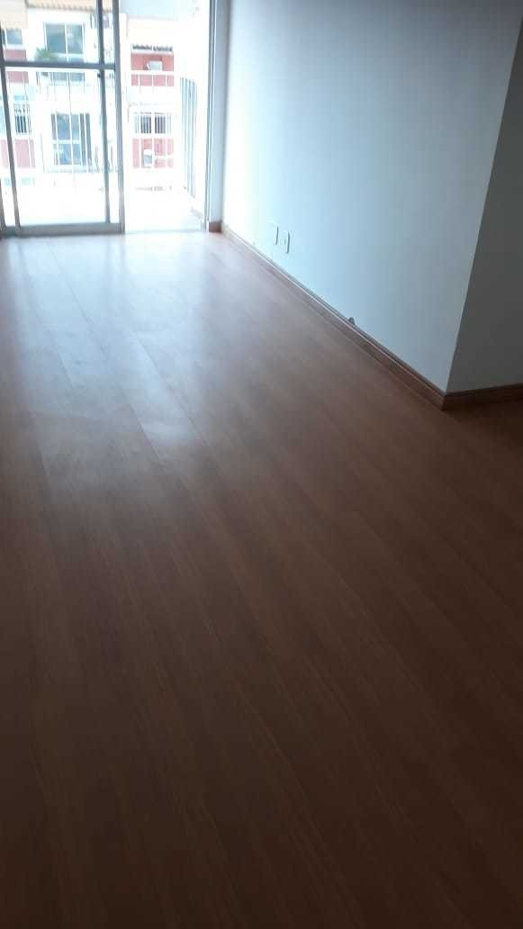 apartamento com 2 quartos, dependência e garagem na tijuca