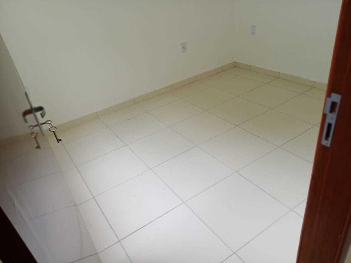 apartamento com 2 quartos e água em clusa