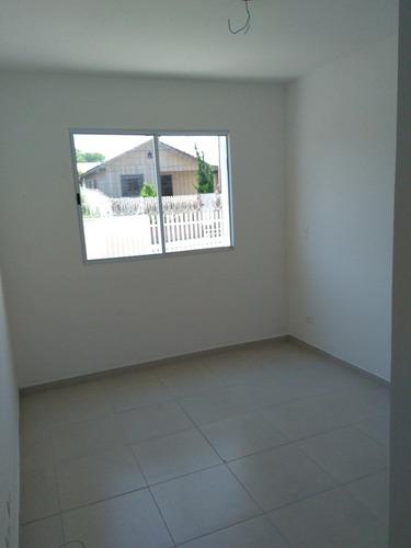 apartamento com 2 quartos e sacada com churrasqueira.