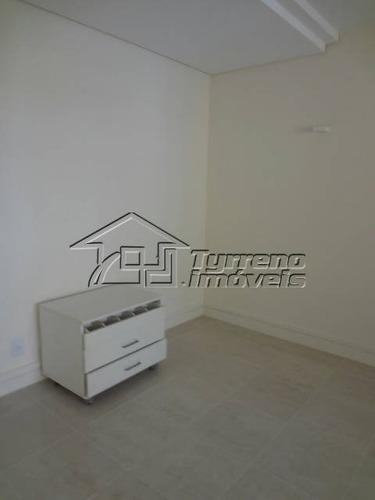 apartamento com amplitude, muito frescor e luminosidade.