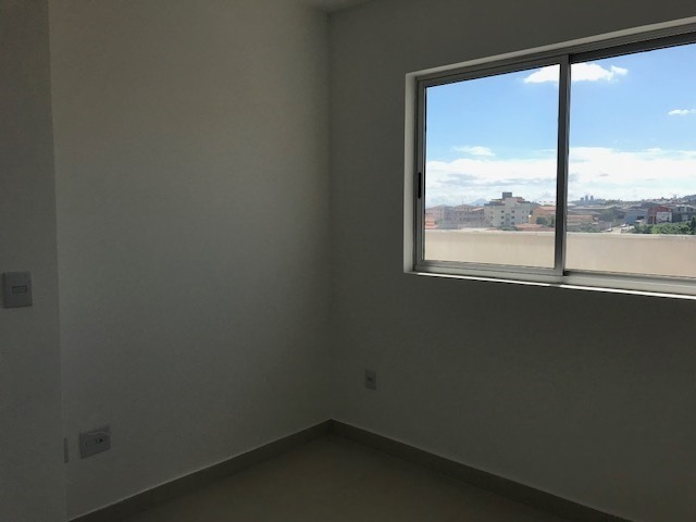 apartamento com área privativa de dois quartos com suíte e elevador no bairro arvoredo(cabral) - 3368