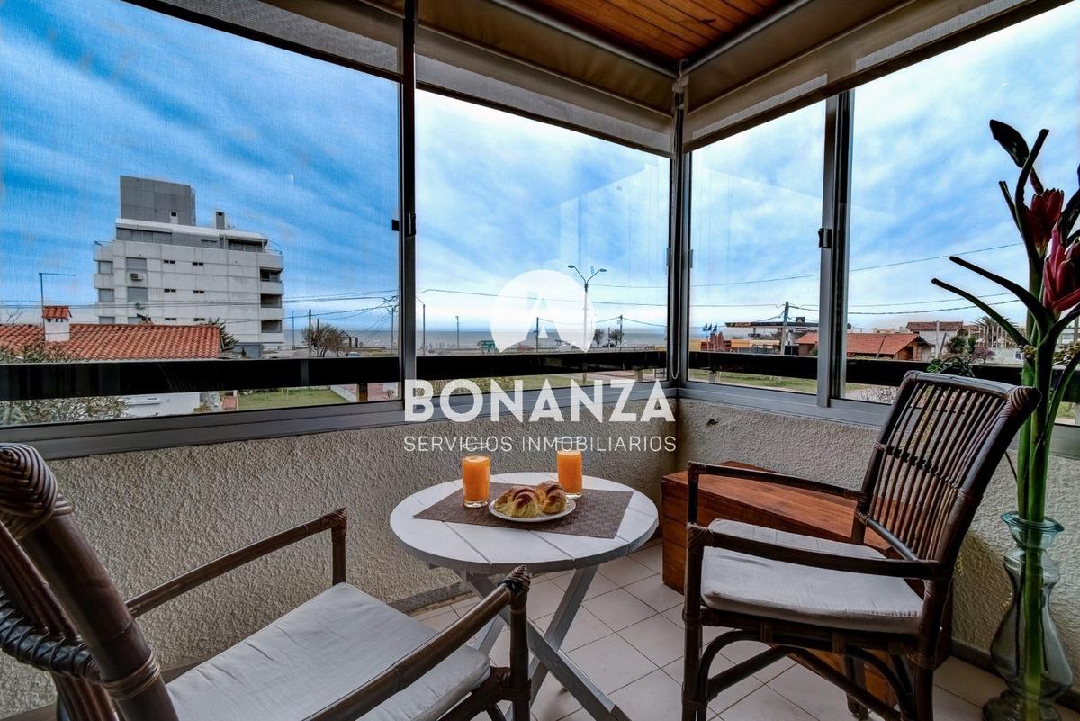 apartamento con 3 dormitorios en piriápolis frente al mar