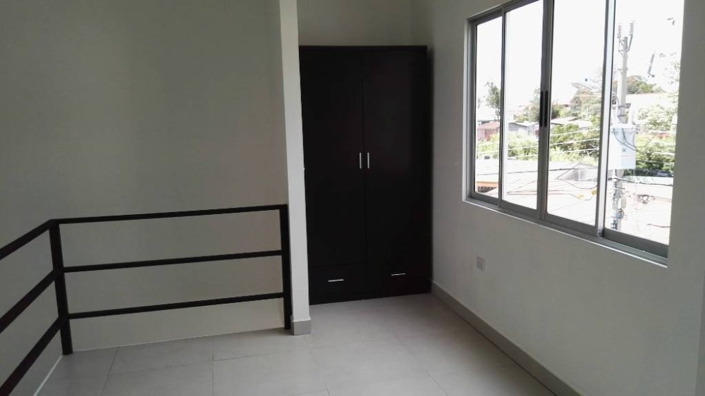apartamento con buenos acabados, ventilado y con mucha luz