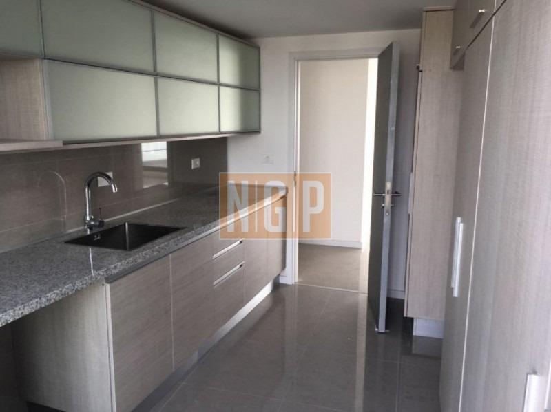 apartamento con gran terraza-ref:26199