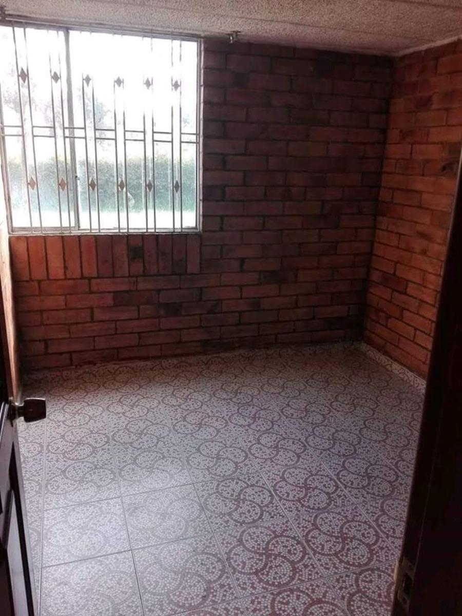 apartamento con sala-comedor, 2 habita, 1 baño y patio