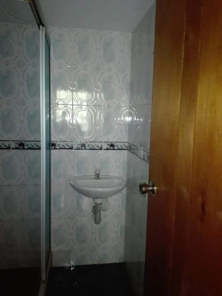 apartamento con tres habitaciones y un baño sala comedor coc