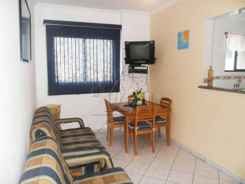 apartamento de 1 dormitório, em ótima localização no campo da aviação, apenas 500 metros do mar, também próximo de comércio.