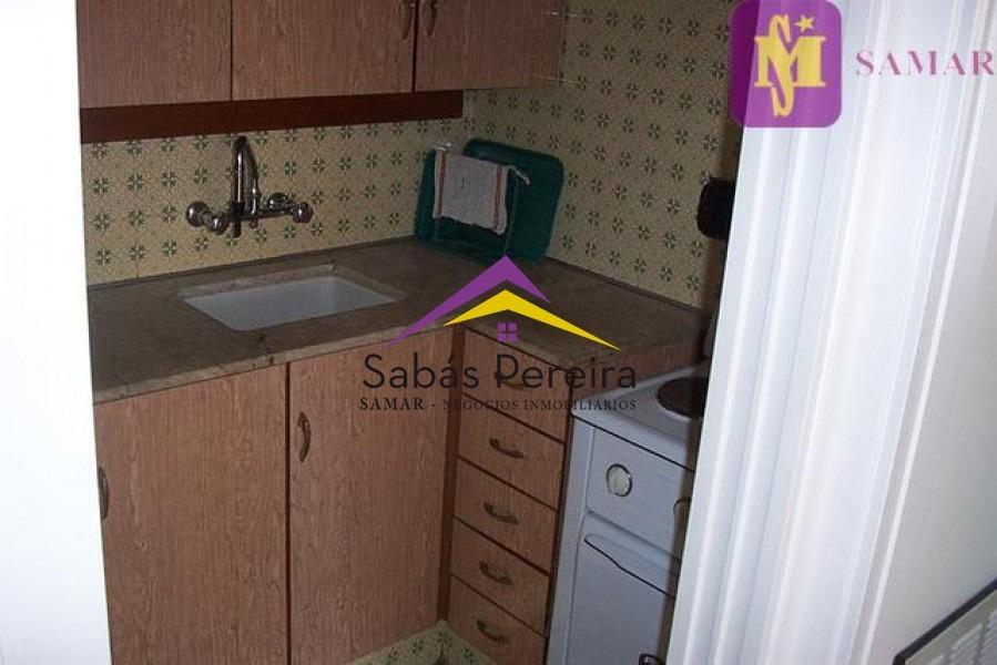 apartamento de 1 dormitorio ubicado en la península de punta del este con parrillero y garage. vista la mar!- ref: 37487