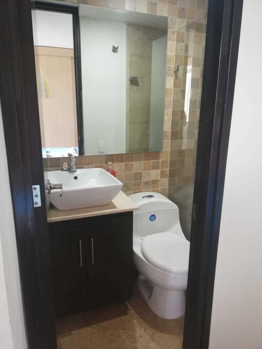 apartamento de 2 alcobas, 2 baños y cuarto util.