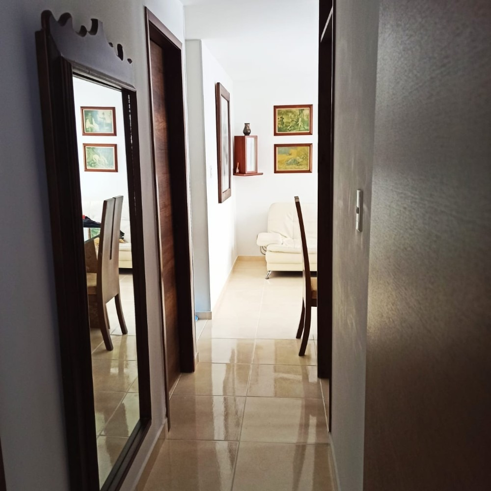 apartamento de 2 alcobas primer piso con balcón.