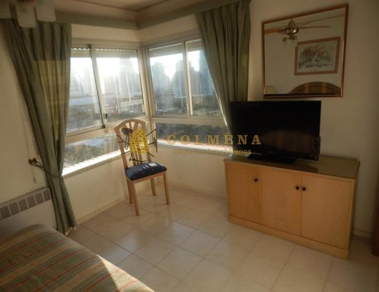 apartamento de 2 dormitorios, 1 medio dormitorio, 2 baños, living comedor, balcón, cocina, garaje. con vista. consulte!!!!!!!!- ref: 1905