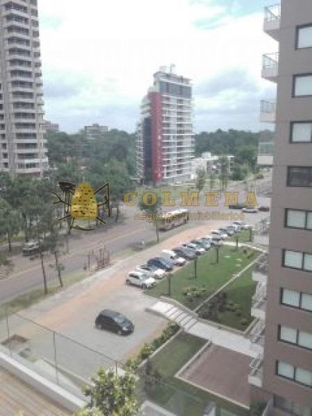 apartamento de 2 dormitorios 2 baños, con terraza con vista al bosque. en av rooesevelt. consulte!!!!!!- ref: 2028